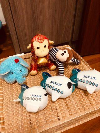 🚚 Free giveaway of infant soft toys