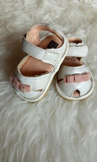 Sepatu bayi baby shoes cewek cantik pesta