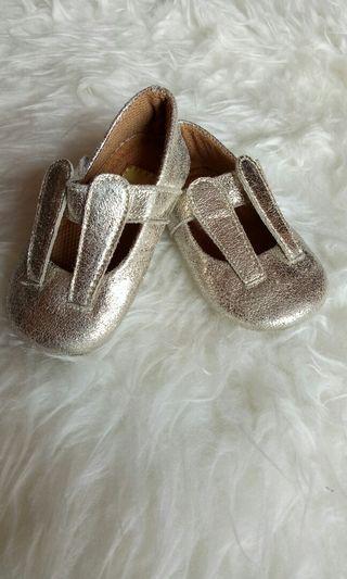 Sepatu bayi pesta gold eyka