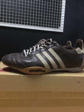 Sepatu adidas x Goodyear.
