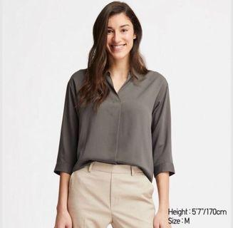 🚚 Uniqlo 3/4 Sleeve Rayon Blouse