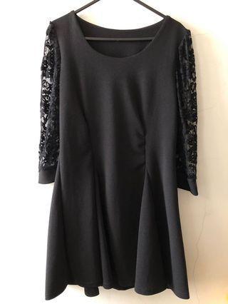 黑色蕾絲典雅連身短裙