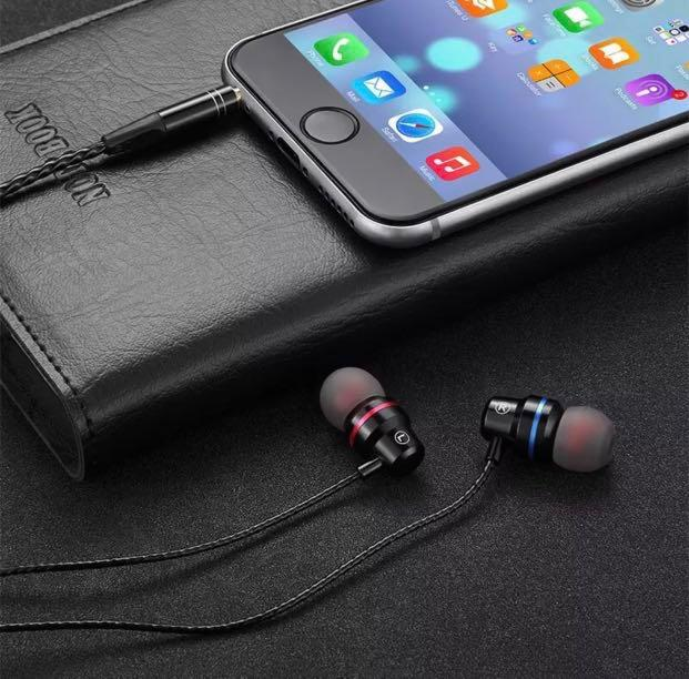 Brand New Earpiece With Case