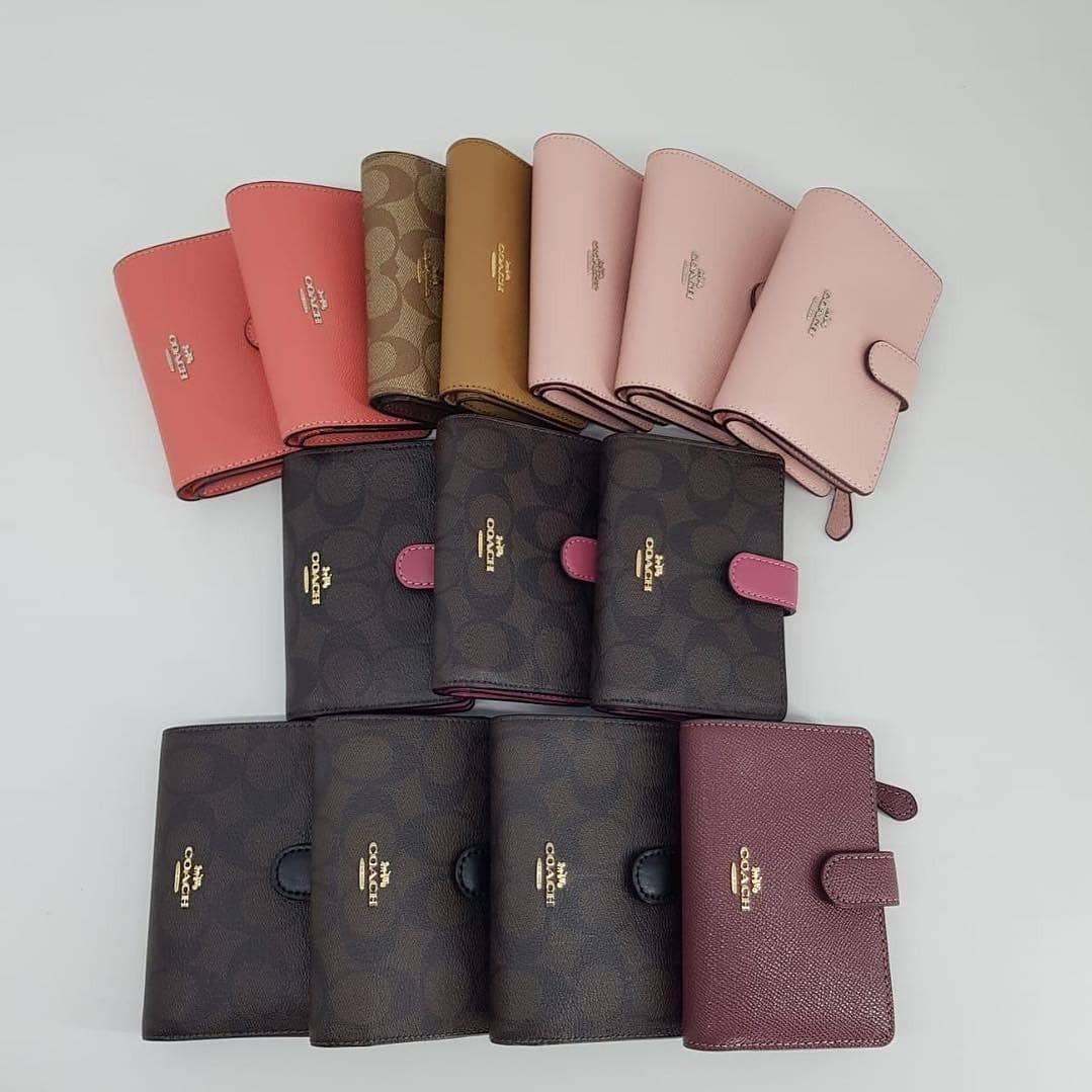 Coach Corner zip Medium Wallet
