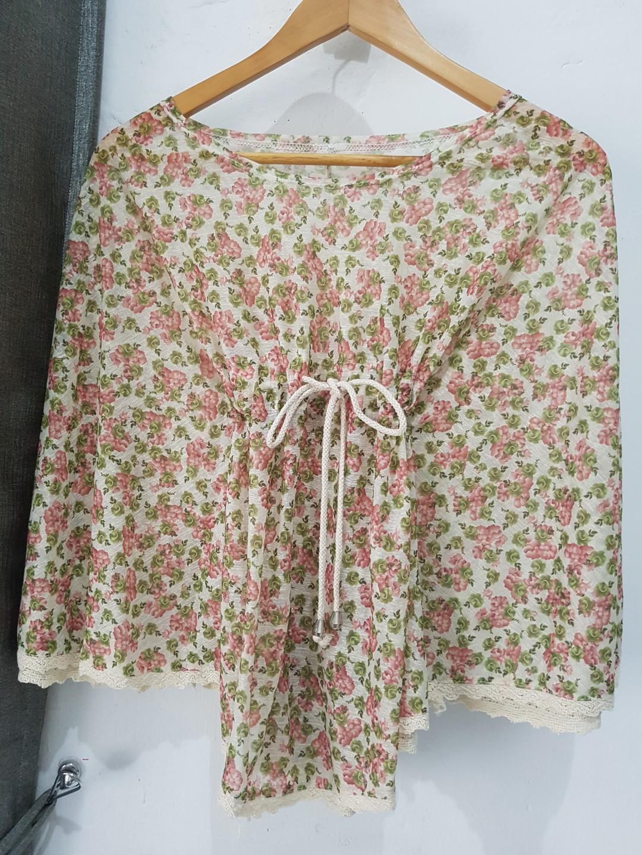 Flower blouse wanita. Atasan wanita