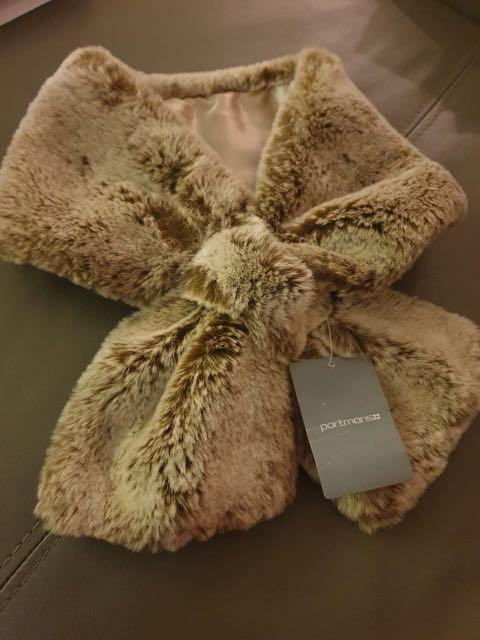 Fur scarf from Australia with tag
