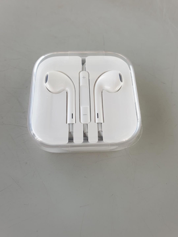 I phone Earphone  brand new