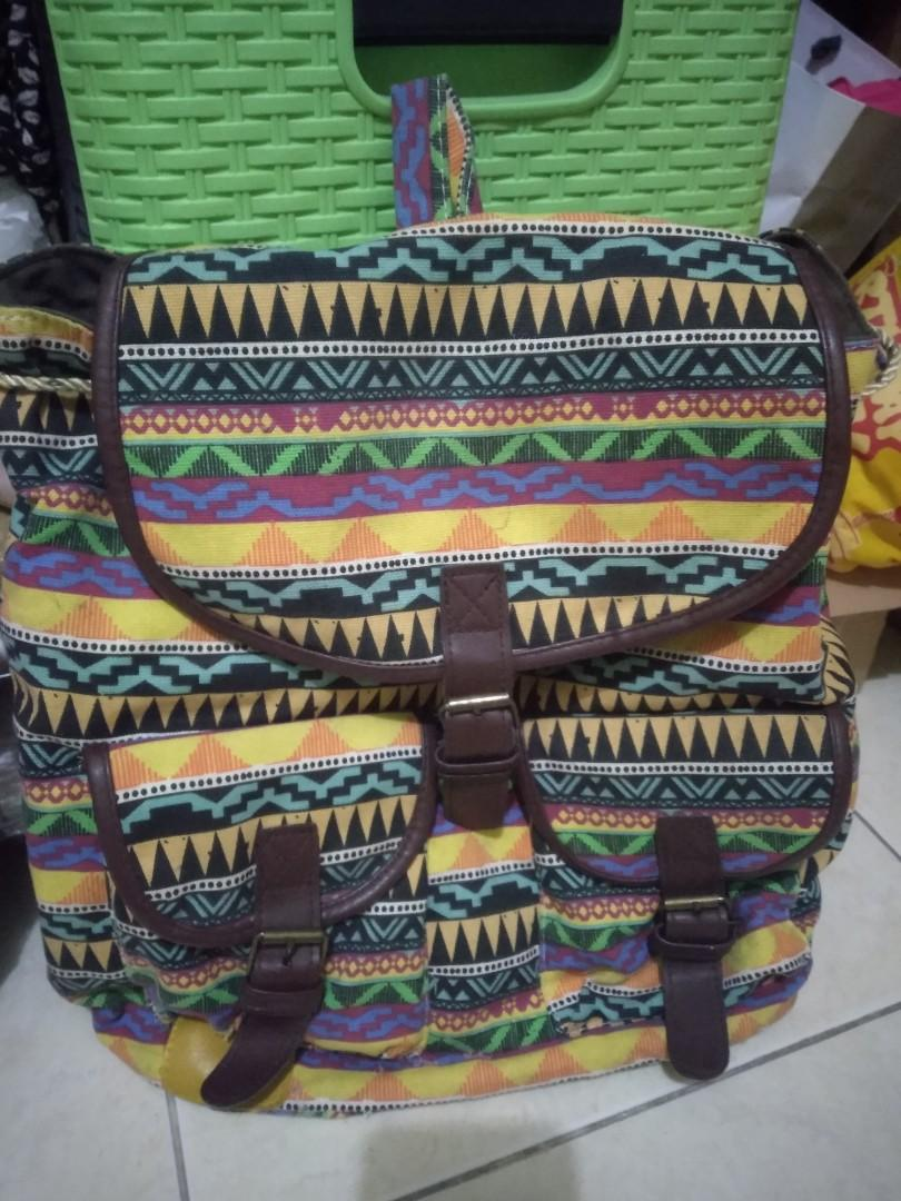 Tas ransel bisa untuk sekolah ataupun gaya