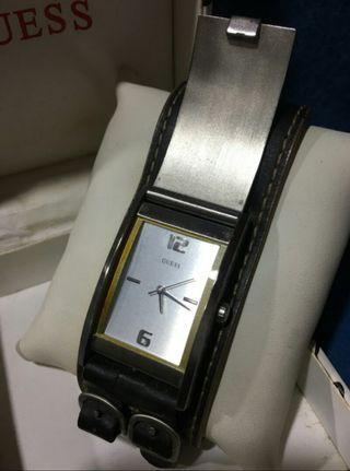 Guess復古真皮手錶