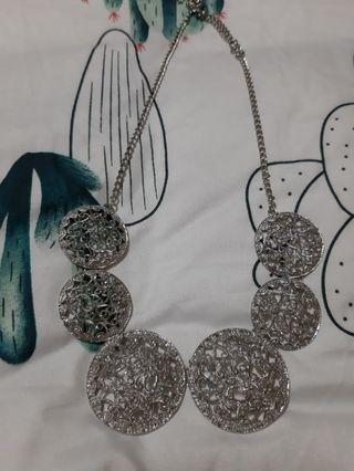 LOVISA NECKLACES
