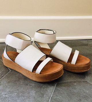 White Platform Strap Sandal in Size 8