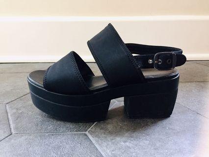 Vagabond Black Platform Sandal in Size 8
