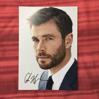 🚚 Chris Hemsworth Autographed Photo