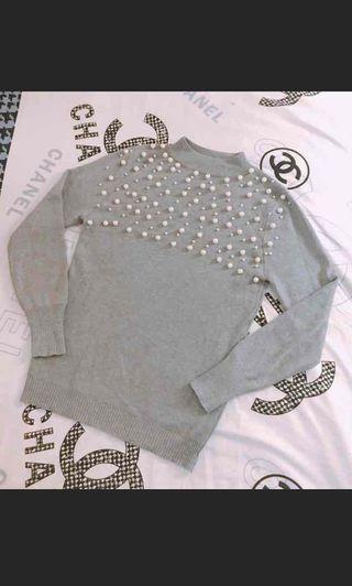 灰色樽領珍珠上衣