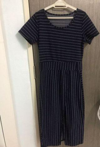 🚚 Navy blue maxi striped dress