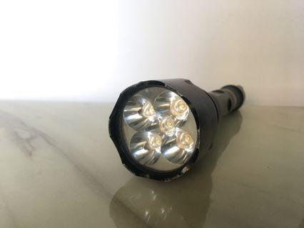 🚚 CREE Ultra fire powerful torch light 1300 LM