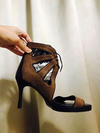 Heels brown