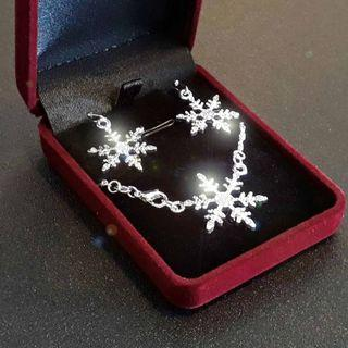 June Holiday Special. Snowflakes Pendant with earrings and 925 silver necklace