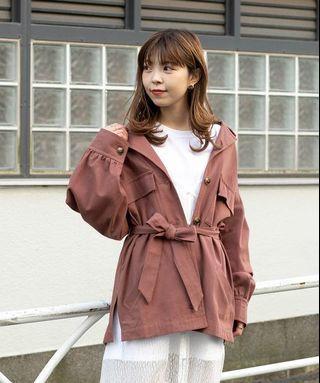 (🇯🇵日本代購) 日幣¥9,180円【mystic】工裝風寬松休閒翻領腰帶款短版豆沙紅外套 全新