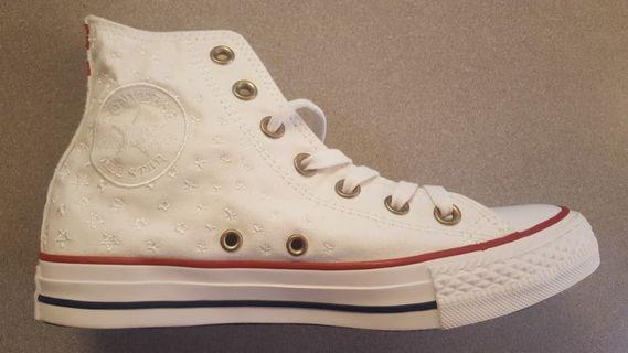 Converse Chuck Taylor High Top Women's Size 7
