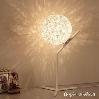 MINIMALIST AMBIENCE BEDSIDE LAMP in WHITE