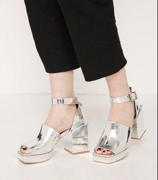 (🇯🇵日本代購) 日幣¥12,949円【MURUA】鞋墊內置加厚加軟記憶棉上腳舒服銀色涼鞋 全新