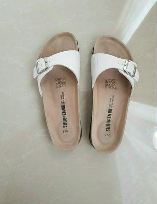 Sandal shoopen