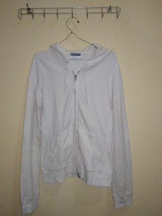 Jaket Putih, giordano umuran M tapi kecil cocok untuk S