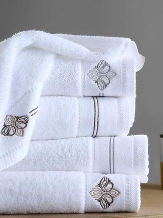 Hotel facial towels