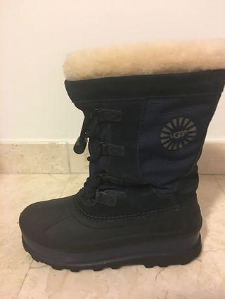 Children's UGG after-ski snow boots, US size 3. Lightly Used in great condition