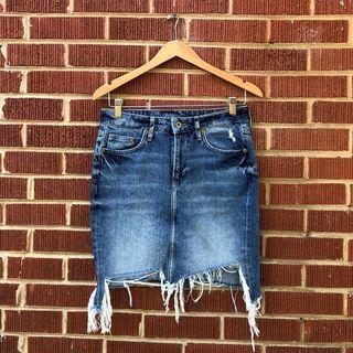 🚚 H&M distressed denim skirt