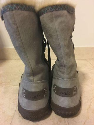 Snow Boots size 7, Cushe