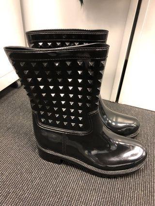 Brand new raining boot (size 37) 水靴