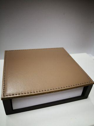 🚚 Wooden paper holder with calfskin lid