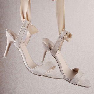 Self tie up nude heels