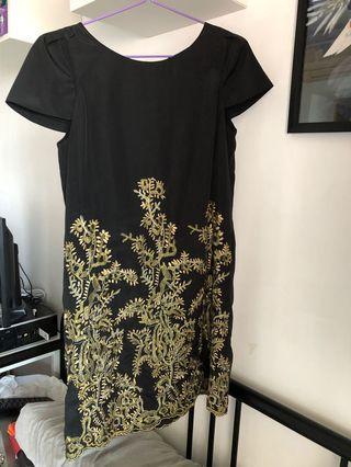 Dress in Dark colour with Golden Patterns 裙