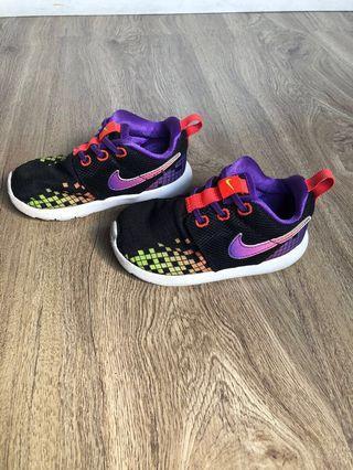 Sepatu Nike kondisi 99% size 23...kondisi super bagus no deffect seperti baru kr jarang pakai