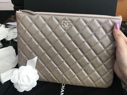 😱RARE💖😱19S Chanel Spring Medium O Case Caviar Beige Iridescent Mermaid Glitter Pearl Resin Logo Ghw