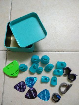 Accessories for ukulele or guitar