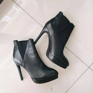 🚚 黑色短靴