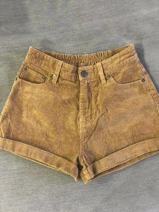 Brown mom ribbed shorts