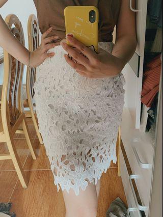 白色通花短裙