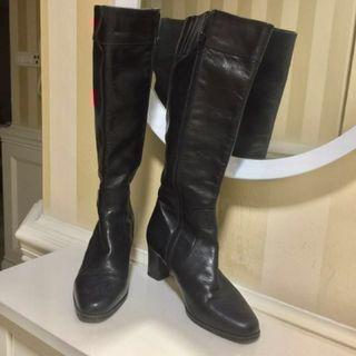 BALLY knee-high boots sz 5.5 UK / 38.5 Euro (suitable for Sz UK4 - UK4.5 if you wear socks inside the boots)