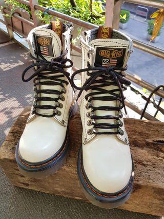 🚚 馬汀大夫款白色長靴