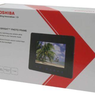 "[BNIB] PHOTO FRAME BRAND NEW SEALED : TOSHIBA 8"" photo frame (very good item for giving gift)"