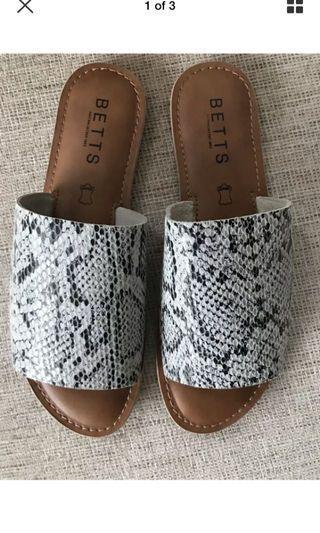 BNWOT betts snakeprint leather sandals