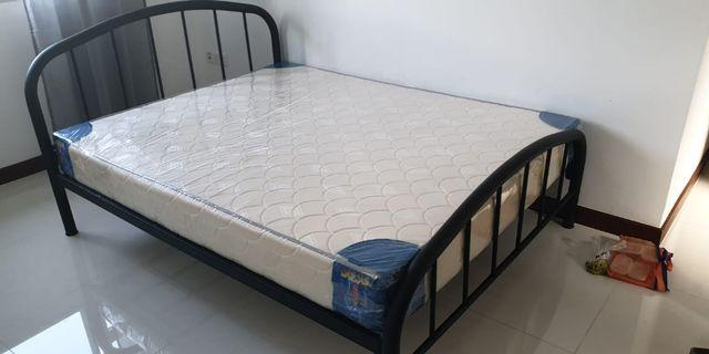 Metal bedframe