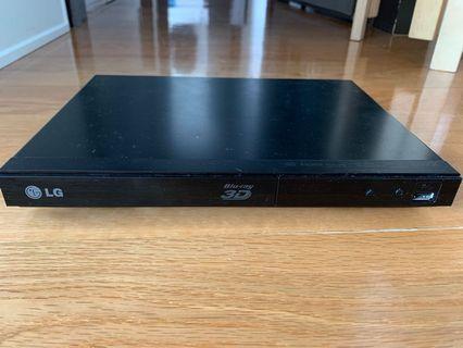 LG 3D Blu-ray & DVD Player BP325