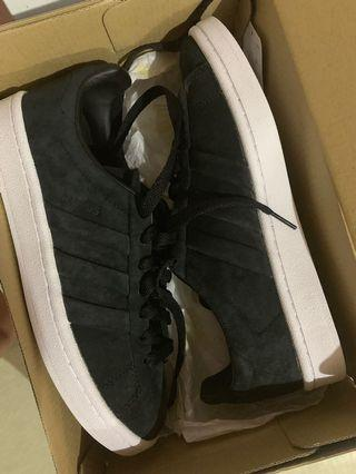 BN ADIDAS SHOES SIZE 38 (NEGO)
