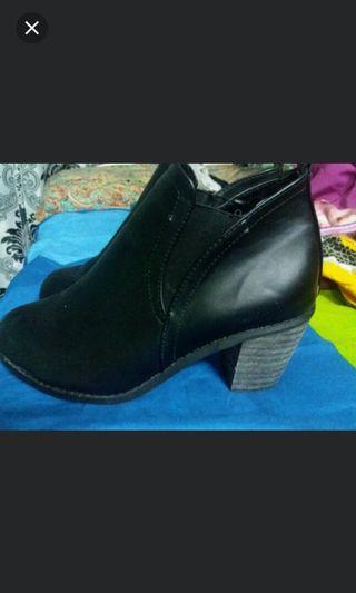 黑色皮鞋(black elegant leather shoes)